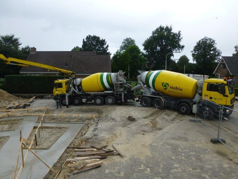 17 september 2 mixers vol beton